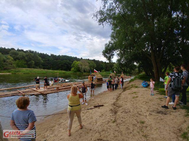 Przywitanie flisaków przez mieszkańców Puszczykowa