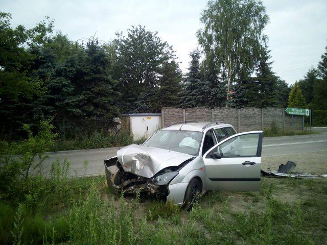 wypadek na skrzyżowaniu ulic Nadwarciańskiej i Kosynierów Miłosławskich w Puszczykowie