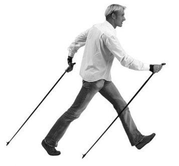 Marko Kantaneva emonstrujący poprawny sposób uprawiania nordic walking