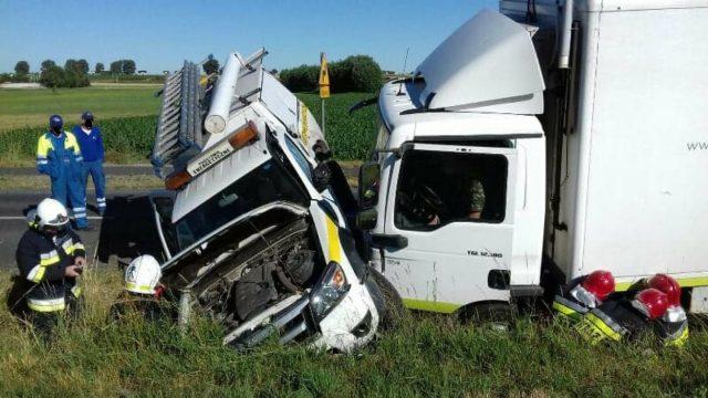 wypadek z udziałem samochodu pogotowia energetycznego oraz mammobusa - akcja ratownicza