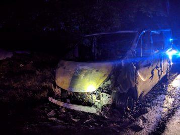 spalony samochód na trasie do Stęszewa