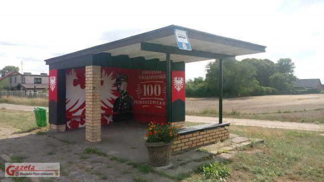 Odnowiony przystanek autobusowy w Rogalinku