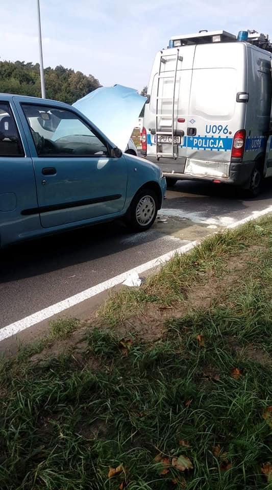 Wypadek osobówki z radiowozem w Łęczycy fot. OSP Luboń