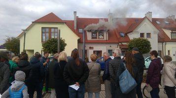 Pokaz bezdymnego spalania paliwa na rynku w Puszczykowie