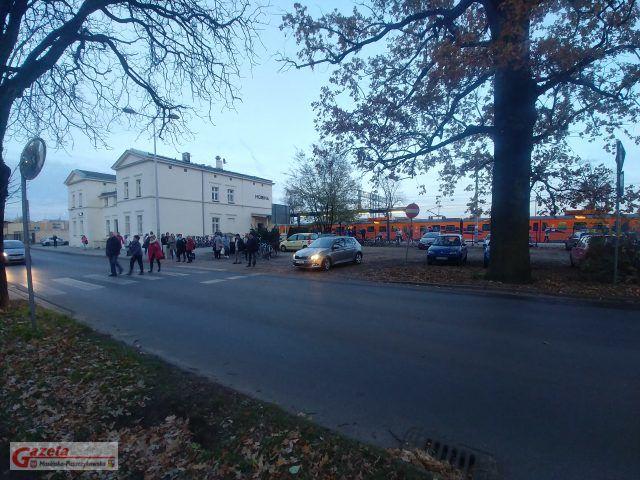 dworzec w Mosinie - zamieszanie po potrąceniue ze skutkiem śmiertelnym