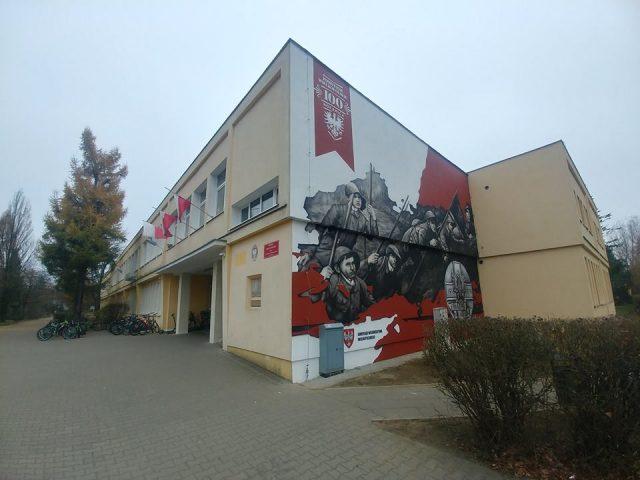 Powstanie Wielkopolskie - mural na ścianie SP2 w Puszczykowie