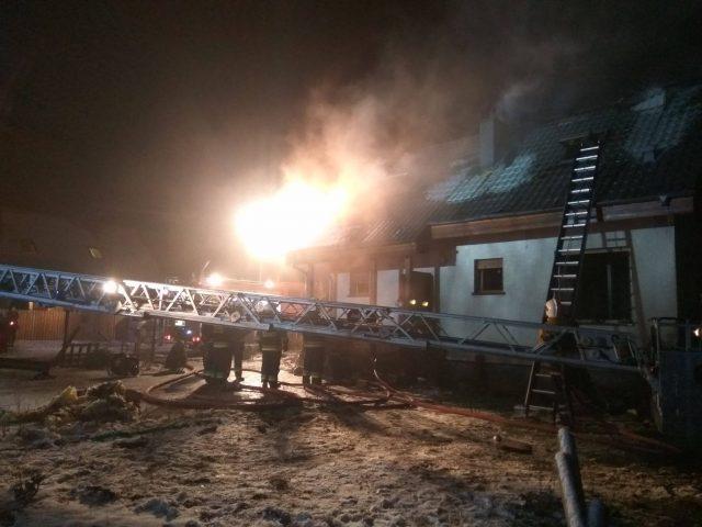 pożar we wsi Czołowo - akcja gaśnicza -fot. OSP Kamionki