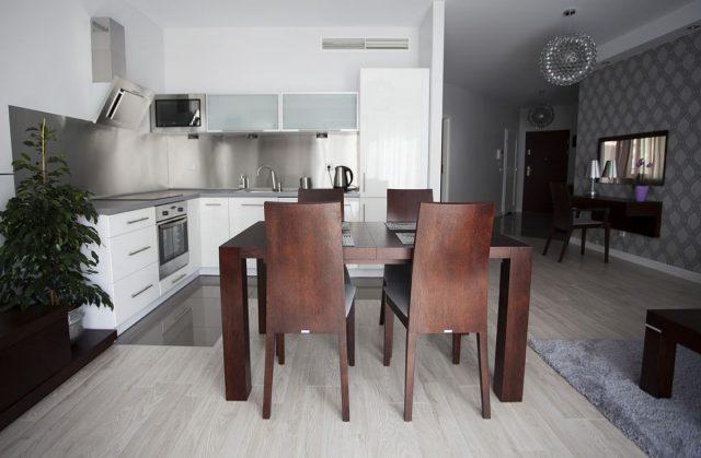 Apartament Cyrkon - mieszkanie dwupokojowe w ofercie aparthotelu Silver Apartamenty Wrocław.