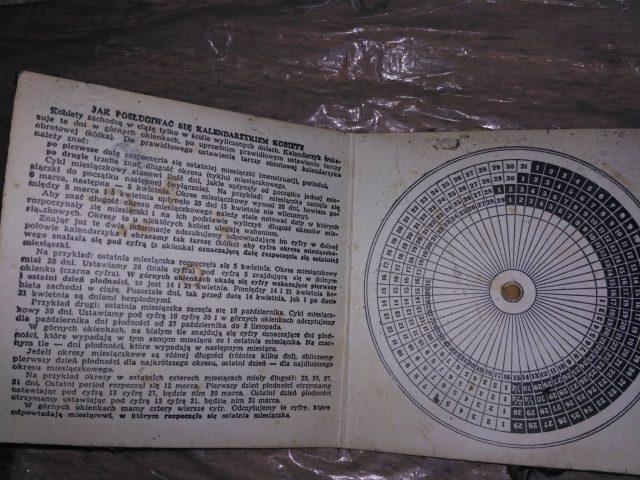 dawny kalendarzyk dla kobiet - znalezisko w SP w Rogalinku