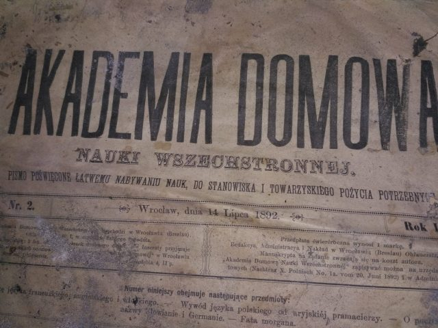 """""""Akademia Domowa"""" rok 1892 - nauka języków obcych - angielskiego i włoskiego, wykłady o pochodzeniu języka polskiego."""
