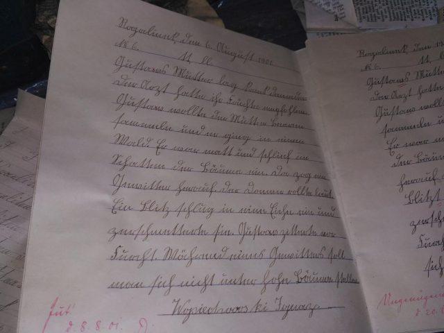 zeszyty pierwszych uczniów szkoły w Rogalinku