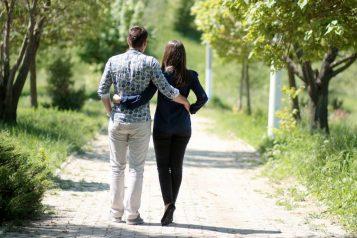 romantyczny spacer we dwoje