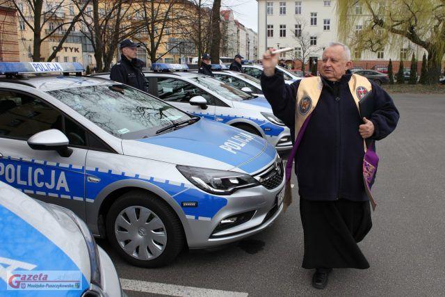 poświęcenie nowych radiowozów w Poznaniu