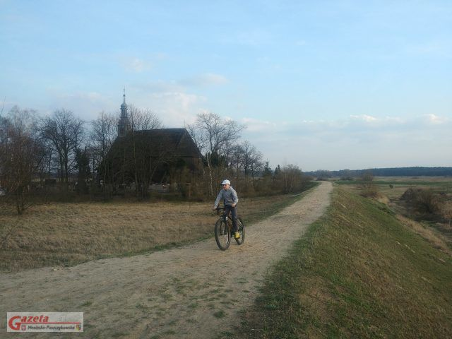 Dominik trenuje już na swoim nowym rowerze