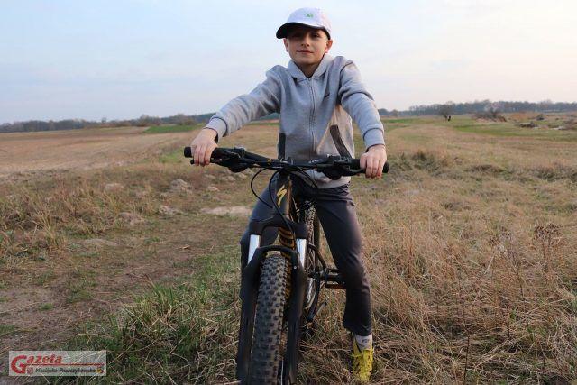 Dominik z wymarzonym rowerem
