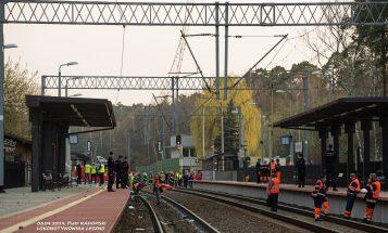Dworzec w Puszczykowie: akcja ratunkowa po zderzeniu pociągu z karetką