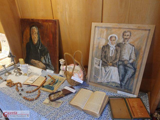 eksponaty w Galerii Sztuki w Mosinie (wystawa o Rogalinku)