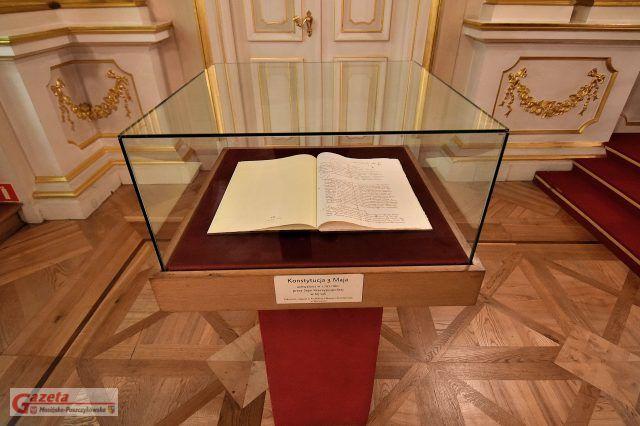 Kopia Konstytucji 3 maja eksponowana w Sali Senatorskiej