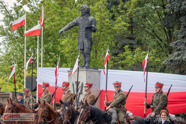 manifestacja patriotyczna z udziałem Oddziału Reprezentacyjnego Miasta Poznania w barwach 15. Pułku Ułanów Poznańskich