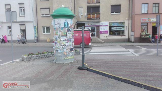 """na Placu 20 Października oraz na """"Zielonym Rynku"""" w Mosinie działają zraszacze"""