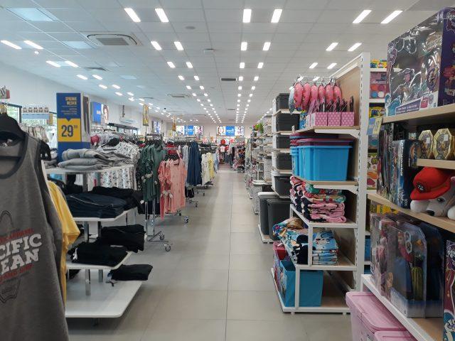 """Przestronne wnętrze nowego sklepu """"PEPCO"""", które wręcz zachęca klientów do dokonania w nim zakupów fot. Paulina"""