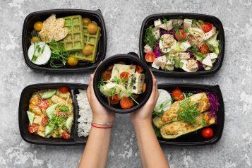 Pojemniki na żywność z jedzeniem na wynos