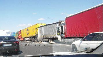 wypadek na A2 pomiędzy węzłami Krzesiny i Luboń