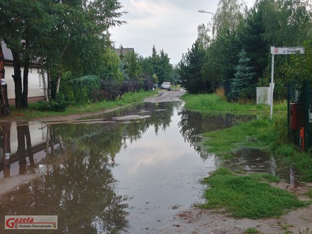 zalana ulica Bolesława Śmiałego w Mosinie fot. Czytelnik GMP
