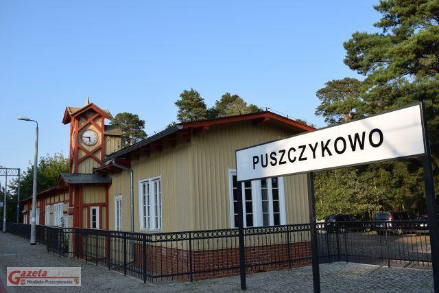 Zabytkowy dworzec kolejowy w Puszczykowie po remoncie