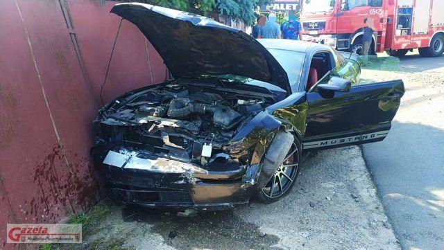 Poważnie rozbity Ford Mustang