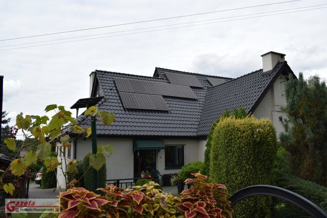 Instalacja fotowoltaiczna (OZE) na dachu budynku
