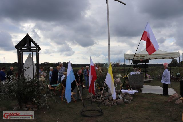 msza święta na przystani wodnej Świętego Jana Pawła II w Rogalinku