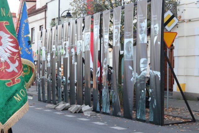 hołd ofiarom rozstrzelań w Mosinie