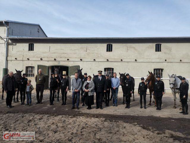 Straż konna w Rogalinie - uroczystość w Majątku Rogalin