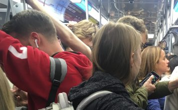 tłum pociąg