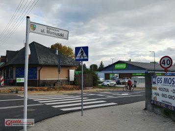 ulica Moniuszki w Puszczykowie i nowo wybudowany market