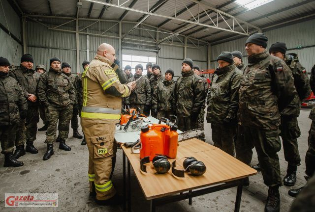 Strażacy Państwowej Straży Pożarnej w Luboniu szkolą wielkopolskich terytorialsów