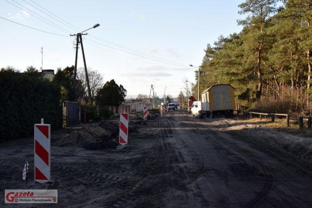 Na ulicy Leśnej w Krośnie budowana jest ścieżkę rowerowa