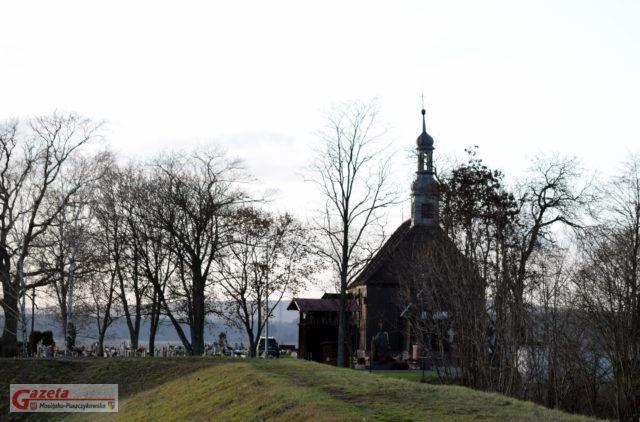 Kościół i cmentarz w Rogalinku