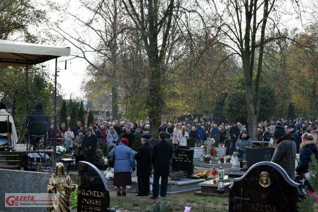 Dzisiaj na cmentarzu w Mosinie o godzinie 14, ja co roku o tej porze odbyła się msza.