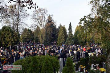 1 Listopada w Święto Wszystkich Świętych o godz. 14 na cmentarzu w Mosinie odbyła Msza Święta