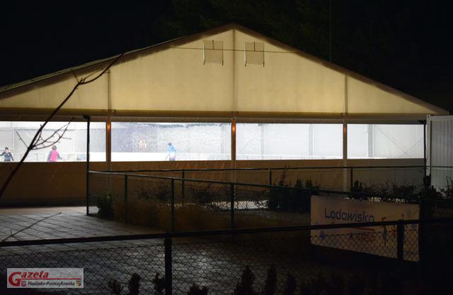 Lodowisko na terenie Sportoteki w Puszczykowie