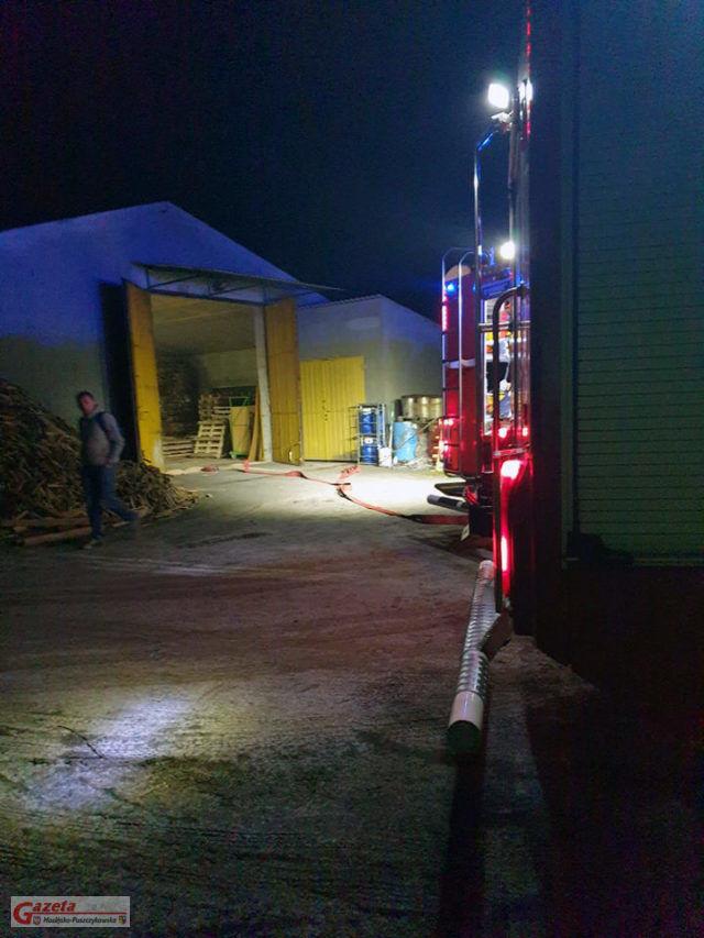 Pecna - pożar w zakładzie stolarskim