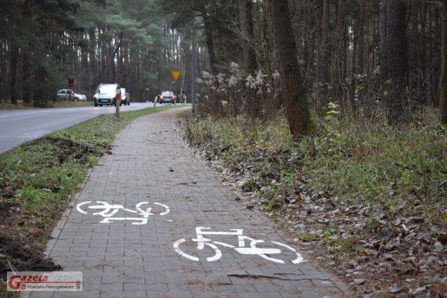 Ścieżka rowerowa na ulicy Nadwarciańskiej w Puszczykowie nie dla pieszych