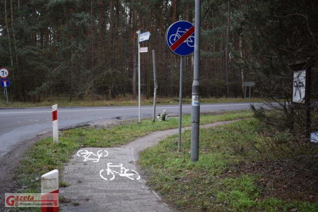 Ścieżka na ulicy Nadwarciańskiej w Puszczykowie