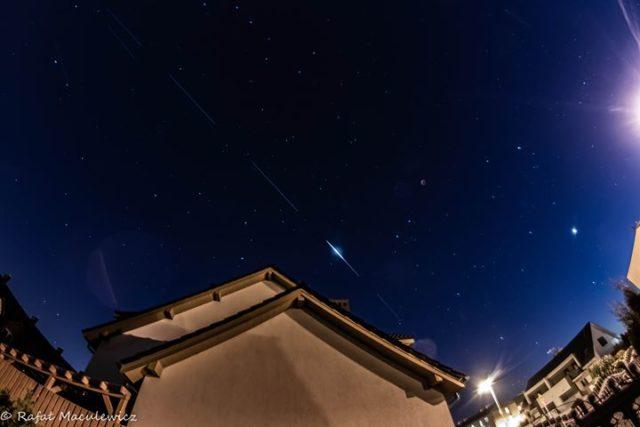 przelot satelitów Starlink Elona Muska