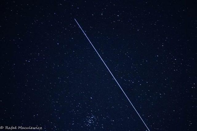 przelot satelitów Starlink