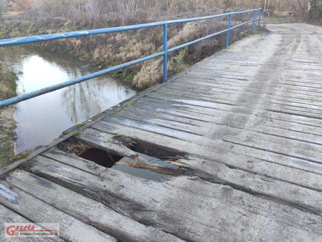 Most na Kanale Mosińskim łączący ulicę Nadwarciańską w Puszczykowie z ulicą Targową w Mosinie
