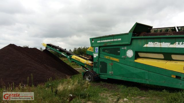 Kompostownia w Rumianku: przesiewanie kompostu