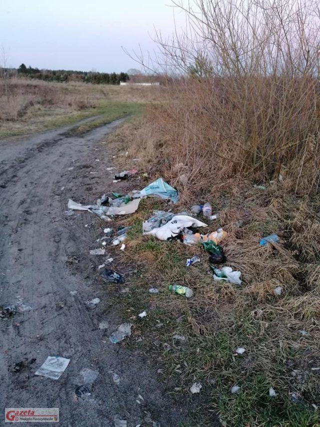 śmieci w Mosinie fot. Czytelnik GMP